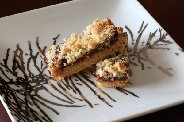 date bars with shortbread crust